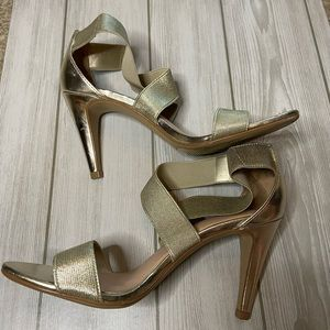 """Kelly & Katie """"Laurinia"""" gold heeled sandals sz 7M"""